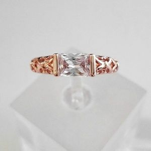 Jewelry - 18k Rose Horizontal Filigree Band